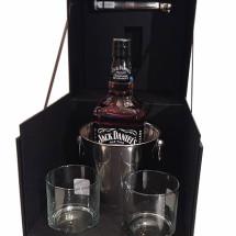 Caixa com copos e whisky